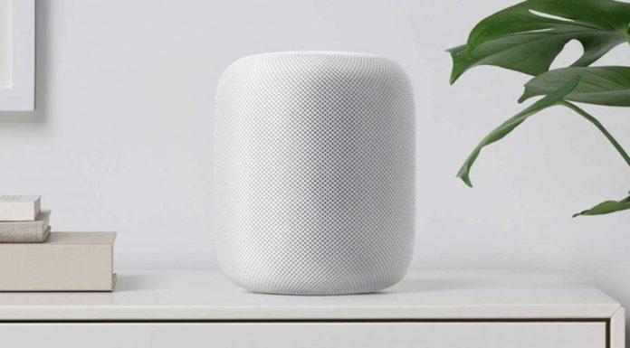 Apple HomePod blanco sobre una mesa
